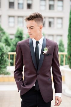Would Joe go for it? -Mix and match burgundy with black pants for a vintage look. Groom Attire Black, Groom And Groomsmen Suits, Groom Tux, Groom Outfit, Wedding Tux, Maroon Wedding, Dream Wedding, Burgundy Pants, Black Pants