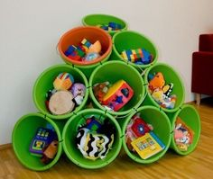 Fun DIY Crafty ideas- Bucket toy storage--How about drill a few holes for drainage great sand box toy/backyard storage!-could do the same with plastic glasses for crafts--markers Diy Toy Storage, Playroom Storage, Kids Storage, Storage Ideas, Creative Storage, Art Storage, Storage Hacks, Storage Solutions, Cool Diy