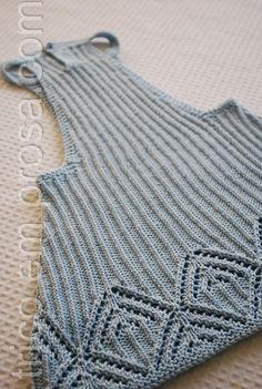 tricô em prosa - as costas da salopete - a peça é fechada com um único botão
