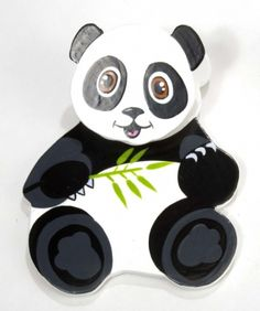 Wooden Magnetic Clip - Panda at theBIGzoo.com, a family-owned gift shop with 12,000+ animal-themed items.