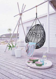 Avec le beau temps, j'ai envie de petits moments détente sur la terrasse, c'est un temps à se lover dans des fauteuils suspendus et hamacs.