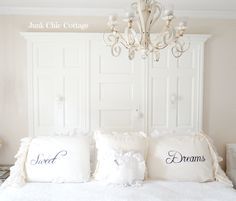 Junk Chic Cottage: Guest Room Change Ups Shabby Chic Room Divider, Junk Chic Cottage, Shabby Chic Zimmer, Shabby Chic Bedrooms, Old Doors, Decorating On A Budget, Easy Diy Projects, Guest Room, Home Accessories