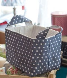 DIY: Fabric Basket with Chalkboard Label — Little Yellow Couch Fabric Boxes, Fabric Storage, Cube Storage, Storage Boxes, Diy Crafts Quick, Fabric Basket Tutorial, Organize Fabric, Sewing Box, Diy Box