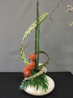 Bilderesultat for tom de houwer floral inspirations Ikebana Arrangements, Tropical Flower Arrangements, Creative Flower Arrangements, Ikebana Flower Arrangement, Beautiful Flower Arrangements, Art Floral, Floral Design, Flower Show, Flower Art
