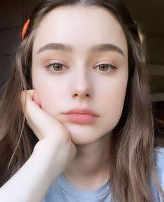 Beautiful Girl Makeup, Beautiful Girl Photo, Cute Beauty, Beauty Full Girl, Cute Girl Poses, Cute Girl Photo, Girls Selfies, Brunette Beauty, Girl Face