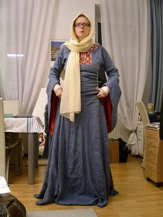 12th century costume  http://embroidery.racaire.at/