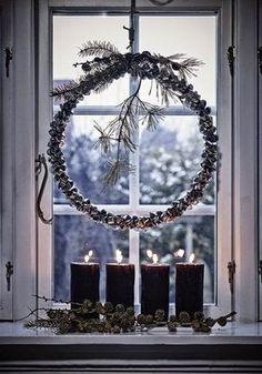 hiver winter ❄ ambiance noel christmas weihnachten navidad home deco ornament Minimalist Christmas, Christmas Mood, Noel Christmas, Scandinavian Christmas, Modern Christmas, Simple Christmas, Christmas Wreaths, Xmas, Elegant Christmas