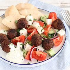 Griekse gehaktballetjes met Salade en Pita