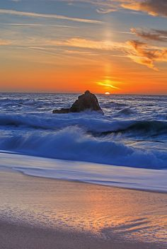 Sunset, Gray Whale Cove State Beach between Pacifica and Montara, California Beautiful Sunrise, Beautiful Beaches, Amazing Sunsets, Ocean Waves, Ciel, Beautiful Landscapes, Nature Photography, Waterfall, Beautiful Pictures