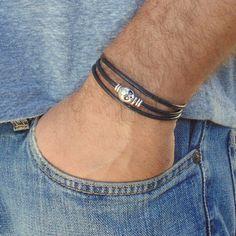 Mens skull bracelete men's wrap leather bracelet by AnnaRinJewelry Guy Jewelry, Jewelry Ideas, Jewelry Making, Men Accesories, Diy Accessories, Black Leather Bracelet, Bracelets For Men, Leather Men, Skull