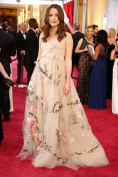 Pregnant Kiera Knightley looking stunning - naturally - at the Oscars 2015. | Pregnancy style | #beautifulbump