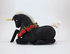 Kneeling Black Unicorn with Red Roses Stuffed by Floydine on Etsy Unicorn Crafts, Toy Unicorn, Cute Ponies, Black Unicorn, Felt Patterns, Needle Felting, Wool Felting, Sewing Toys, Soft Sculpture