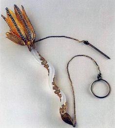 Tussie mussie Vintage Accessories, Fashion Accessories, Flower Holder, Bouquet Holder, Small Flower Bouquet, Metal Vase, Language Of Flowers, Antique Jewelry, Jewelery