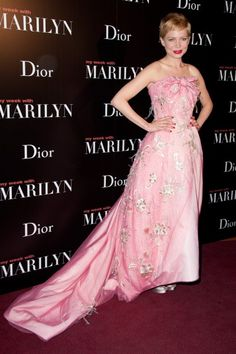 Love this super-girly red carpet look. So much is sometimes a good thing!