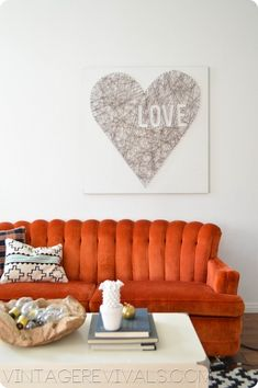DIY Heart String Art Project at Vintage Revivals. I am *so* doing a string art project in my near future.just trying to think of the word I want to do. Diy Wall Art, Wall Decor, Room Decor, Diy Projects To Try, Art Projects, San Valentin Ideas, Diy Casa, Diy Inspiration, Valentine's Day Diy