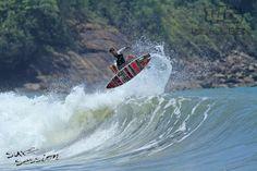 Praia vermelha do norte em Ubatuba - ideal para surfistas