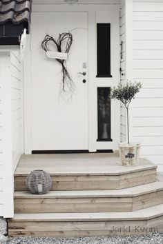 We will be looking into exterior door design ideas, after all, they're the welcoming point to your home. Get going and check the exterior door design that. Front Door Steps, Front Stairs, Best Front Doors, Porch Steps, Front Door Entrance, Back Doors, Front Door Decor, Patio Stairs, Door Design