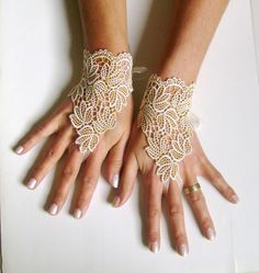 Ivory Caramel leaf lace gloves bridal wedding by GlovesByJana Lace Earrings, Lace Jewelry, Wedding Bride, Dream Wedding, Wedding Dress, Wedding Gloves, Slave Bracelet, Collor, Lace Gloves