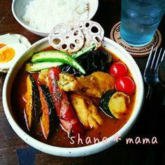 夏野菜た~っぷり♪ホロホロ手羽元のスープカレー♪ Home Recipes, Asian Recipes, Great Recipes, Cooking Recipes, Favorite Recipes, Ethnic Recipes, Good Food, Yummy Food, One Pot Meals