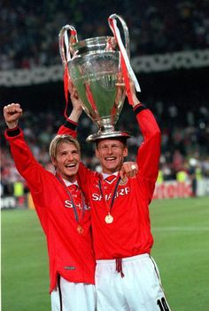 26th MAY 1999. UEFA Champions League Final. Barcelona, Spain. Manchester United 2 v Bayern Munich 1. Manchester United's Teddy Sheringham and David Beckham (L) celebrate with the European Cup trophy after the match