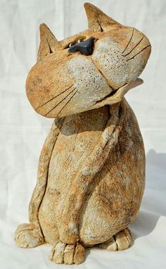 Cat by J J Vincent Pottery Animals, Ceramic Animals, Clay Animals, Ceramic Pottery, Pottery Art, Ceramic Art, Pottery Sculpture, Sculpture Clay, Clay Cats