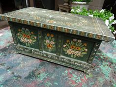 Sample box for German dowry or wedding chest. A great piece of folk art age appropriate wear and tear, crack in top does not affect Painted Trunk, Hand Painted, Art Furniture, Painted Furniture, Aspen Mountain, Sample Box, Folk Art, Entryway Tables, Decorative Boxes