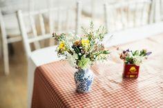 shabby chic  ~  Tischdecke karriert-rot weiß-muster ländlicher-Stil-Blumenstrauß
