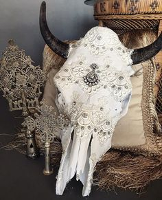 Bleached Cow Skull Venice Lace Detail covering the entire skull Bridal rhinestone detail Indian Wedding Tikka broken apart and placed in the center Bridal rhinestone trim around the horns * horns may Bull Skulls, Deer Skulls, Animal Skulls, Deer Antlers, Cow Skull Decor, Cow Skull Art, Deer Decor, Skull Head, Crane