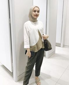 ideas style casual everyday hijab for 2019 Hijab Casual, Hijab Chic, Ootd Hijab, Uniqlo Outfit, Outfit Essentials, Style Hijab Simple, Casual Chic Style, Niqab, Hijab Mode Inspiration