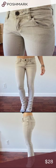 Beige jeans Never been altered - 98% cotton 2% spandex Element Pants Straight Leg