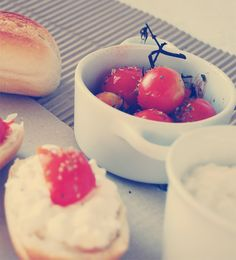 Cottage cheese and baked tomatoes