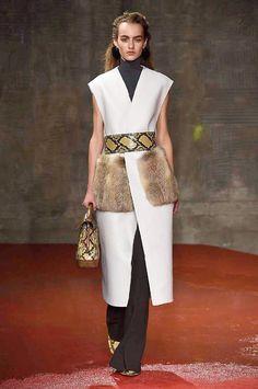 Marni at Milan Fashion Week Fall 2015 - Runway Photos Fur Fashion, Fashion Show, Milan Fashion, Fashion 2015, Fashion Weeks, Fashion Trends, Paris Mode, Fall Winter 2015, Autumn