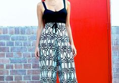 Retro-Inspired Printed Palazzo Pants | This easy sewing project for pants is too good to miss!