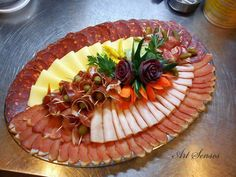 Arranging and Decorating Appetizer Ideas Art . Meat Trays, Meat Platter, Food Trays, Appetizers For Party, Appetizer Recipes, Appetizer Ideas, Party Food Platters, Charcuterie And Cheese Board, Food Carving