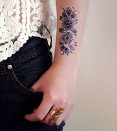 Tatouage fleurs bleues