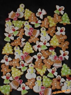 Vianočné medovníčky 2011 Christmas Baking, Christmas Cookies, Cranberries, Cute Food, Cake Cookies, Gingerbread Cookies, Thanksgiving, Cooking Recipes, Easter