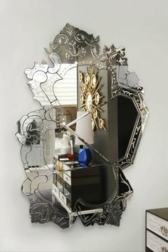 Discover the True Beauty of Antique Luxury with Venetian Mirrors
