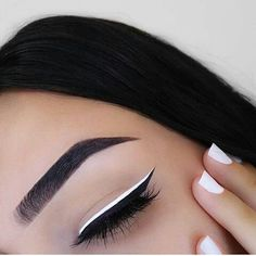 I love how simple yet stunning this look is! #simple