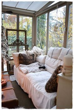 looks like a nice place to while away an afternoon (original. Best Picture For small sunroom seati Sunroom Dining, Small Sunroom, Sunroom Furniture, Dining Room, Cozy Nook, Cozy Corner, Sunroom Decorating, Sunroom Ideas, Sunroom Windows