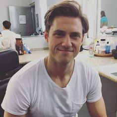 What's easier, dealing with alien-infected politicians or performing in a live TV musical? (Spoiler: Aliens by far) @aarontveit #BrainDead #greaselive