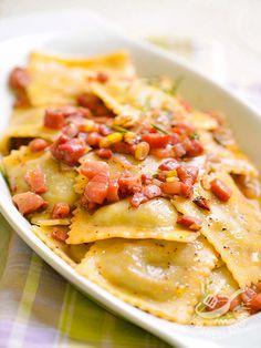I Ravioli di funghi porcini alla pancetta sono un primo piatto dal gusto intenso e dal profumo irresistibile. Utilizzate ingredienti di ottima qualità.