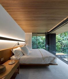 Coastal Style Weekend House in Guarujá, Brazil / Jacobsen Arquitetura Home Bedroom, Master Bedroom, Bedroom Decor, Wooden Wall Bedroom, Bedroom Plants, Bedroom Ideas, Wall Decor, Home Interior Design, Interior Architecture