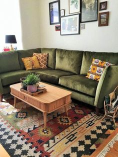 If you are looking for Bohemian Living Room Design Ideas, You come to the right place. Below are the Bohemian Living Room Design Ideas. Living Room Corner Decor, Bohemian Living Rooms, Rugs In Living Room, Living Room Designs, Living Room Furniture, Sala Vintage, Verde Vintage, Vintage Modern, Modern Rustic
