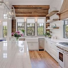 Great Farmhouse Kitchen – Wood Wall The post Farmhouse Kitchen – Wood Wall… appeared first on Wow Decor .