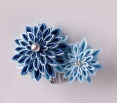 【Tumami Hair comb -No,8 「Dahlia」 / つまみ細工 ヘアコーム 空色】濃い青と空色のお花を組み合わせたヘアコームです。 浴衣や青系のドレス・お着物に合わせてみてはいかがでしょうか?