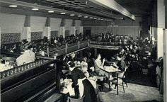 1950. A look inside lunchroom Heck (upstairs) on the Rembrandplein in Amsterdam…