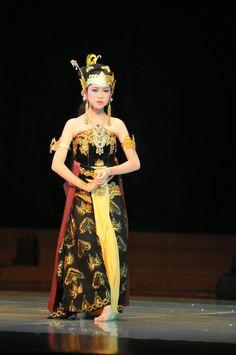 Human Puppet, Indonesian Art, Ballet Art, Javanese, Ancient Jewelry, Love Art, Dancer, Indian, Costumes