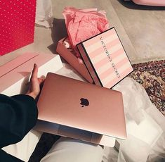 18th Birthday Gifts For Girls, Luxury Couple, Modelos Iphone, Birthday Goals, Luxury Lifestyle Fashion, Apple Laptop, Girly Gifts, Luxe Life, Instagram And Snapchat