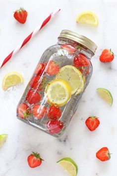 Make your own natural energy drink with water, fruit and chia seeds! Make your own natural energy drink with water, fruit and chia seeds! Infused Water Recipes, Fruit Infused Water, Infused Waters, Water With Fruit, Chia Seeds In Water, Fruit Water Recipes, Smoothie With Chia Seeds, Chia Seed Juice, Chia Detox Water