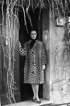 Elizabeth Taylor in leopard coat and shoes